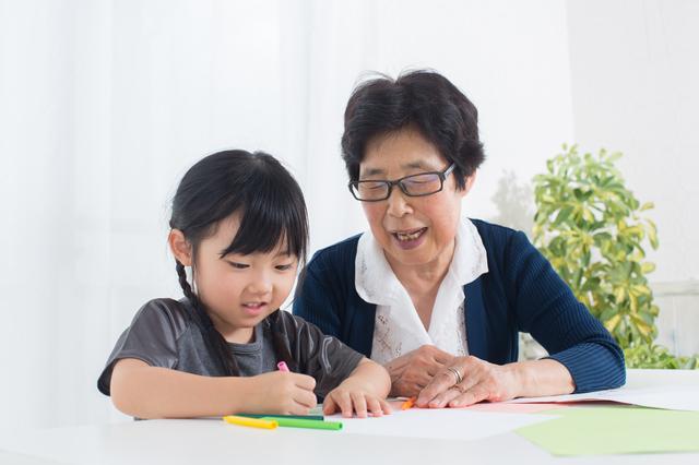 元夫の両親に子どもを会わせるべき? 離婚後の義両親とのつき合い方