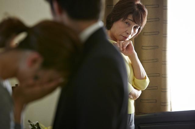我が子の不倫で夫婦仲が大ピンチ! 子どもと結婚相手のどちらを庇うべき?