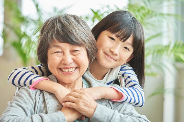 孫離れできないおばあちゃんにイライラ... 可愛い孫に何度も会いに行くのは悪いこと?