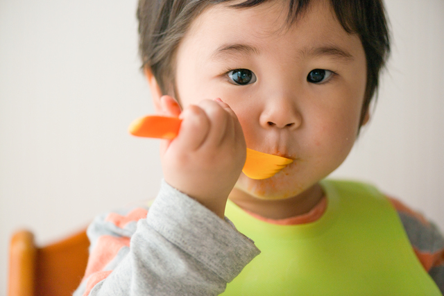 生後9カ月の我が子に食べ物を