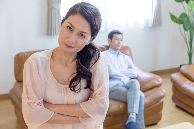 意見を述べない「服従夫」、勝手に予定を決める「身勝手夫」... あなたはどんな夫が許せない?