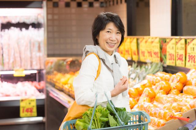 約7割のシニア女性が「こまめに買い物」派! あなたは週に何回買い物に行く?
