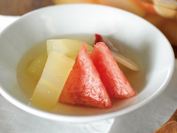 夏ならではの爽やかな漬物はいかが?「とうがんとすいかの水キムチ」の作り方