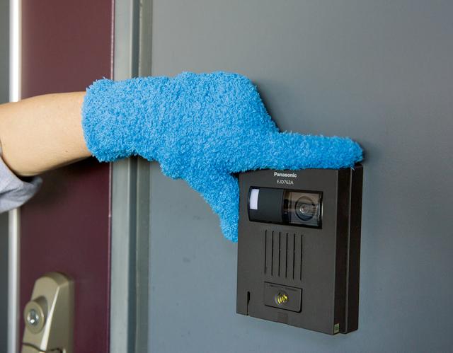 掃除手袋とハンディ掃除機が大活躍!「玄関1時間すっきり大掃除」のススメ
