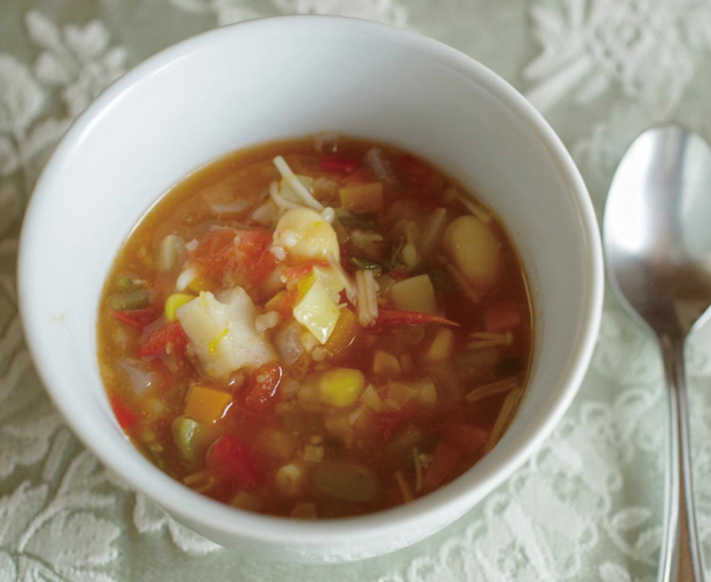 朝は夫婦で、ゆっくりと。具だくさんスープで始まる一日/ふたりのごはん(1)