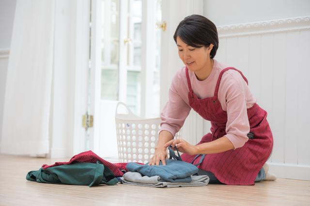 シャツ、スカート、ズボン。夏物をスッキリしまえる畳み方教えます/衣替え