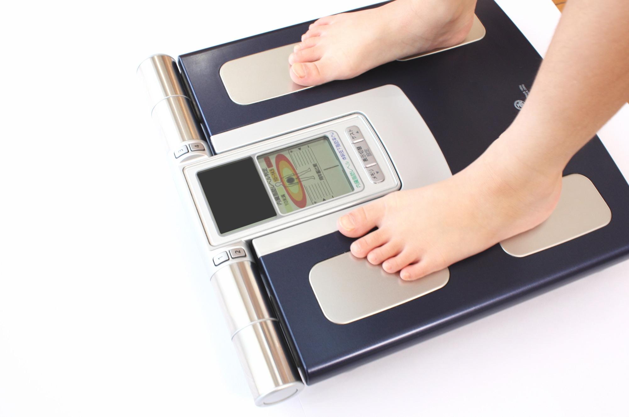 体脂肪計で体脂肪率を低く表示したいなら「お昼」がオススメ!/身のまわりのモノの技術(12)【連載】
