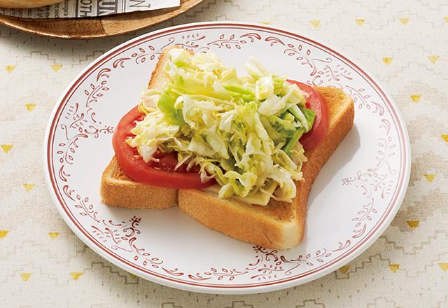 酢キャベツ「パン」レシピ2選! たっぷりトッピングすればキャベツをたくさん食べられる