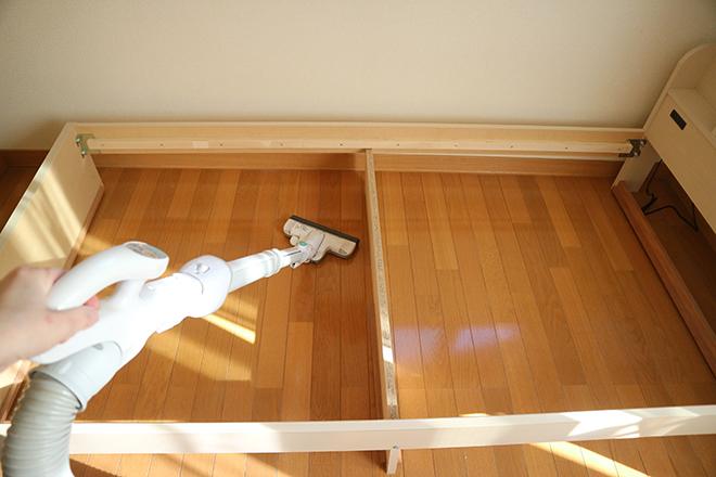 寝室のホコリは運気を下げる! 受験生を熟睡させるベッド下掃除を【やってみた】/tommy
