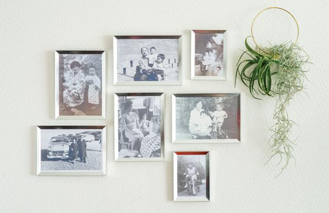 額がポイント!「古いモノクロ写真」をオシャレに飾る方法/「思い出写真」の活用術