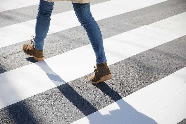 右、左、右...に集中&立ち止まる!心落ち着く「歩く瞑想」のコツ