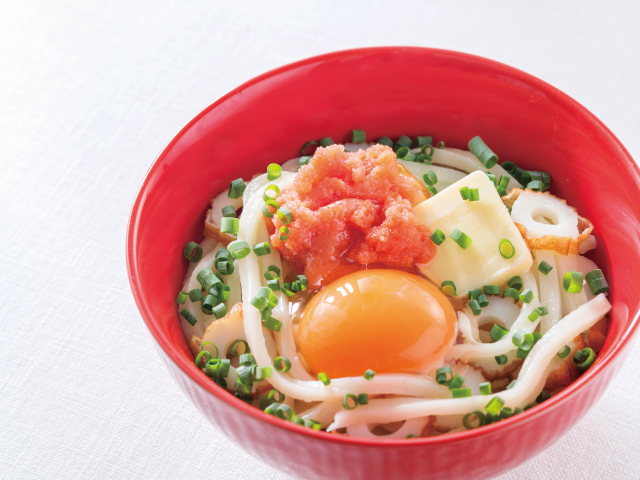 卵のとろみとバターの香りにうっとり♪「釜玉明太バターうどん」レシピ