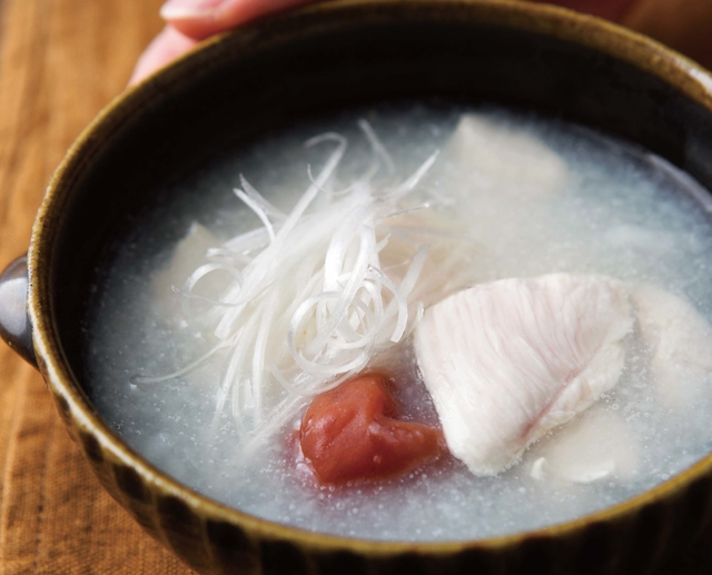 二日酔いにも♪ 心と体をとろ~り癒すスープレシピ「梅干しと鶏肉のとろろ汁」