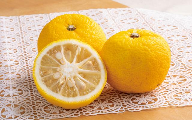 果汁に果皮に種まで!冬至の「生玉ゆず」丸ごと活用術