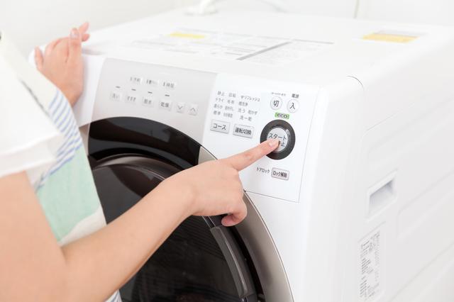 学生服はなぜ「自宅で洗うべき」なの? 意外と知らない「ドライクリーニング」の仕組み
