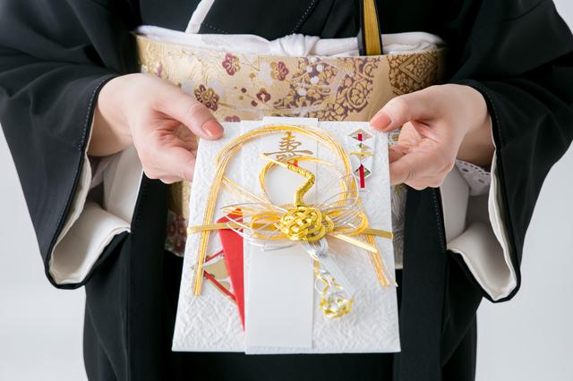 おい・めいの結婚式、親戚の香典はいくら包めばいい? 冠婚葬祭のいまドキ相場を聞いてみた!