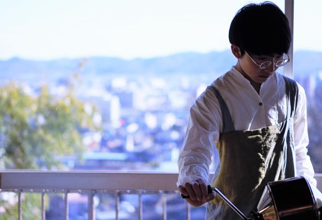 15歳から焙煎を始めた発達障害を持つ焙煎士、岩野響さんのコーヒー
