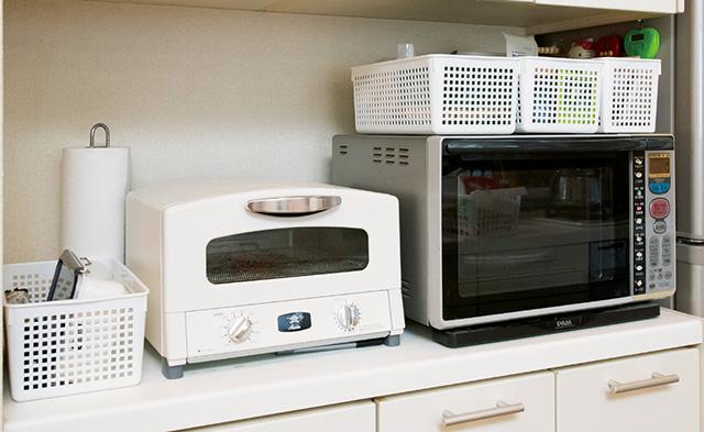適当に置いたりしまったりでごちゃつく...。すっきり収納術でキッチンカウンターの「あれはどこ?」防止