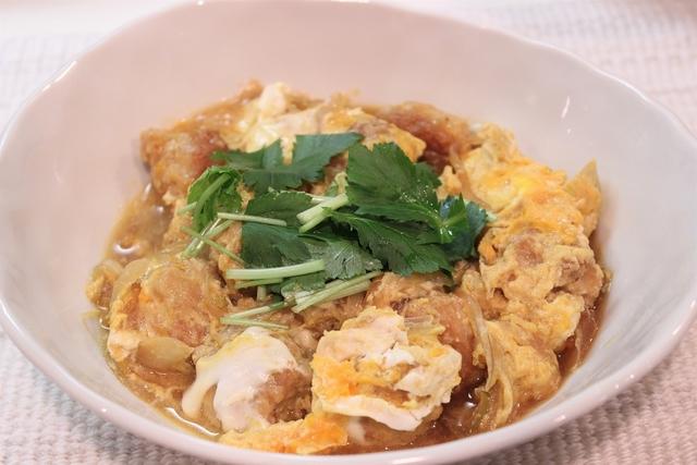 食べ応えあり! ふわふわ食感と香ばしさが魅力の「鶏つくねの親子煮」レシピ