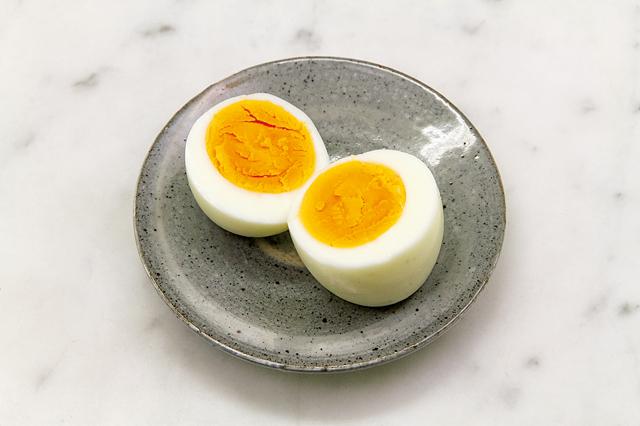 特別な道具は必要なし!ゆで卵は電子レンジで作れます/電子レンジ活用術(5)