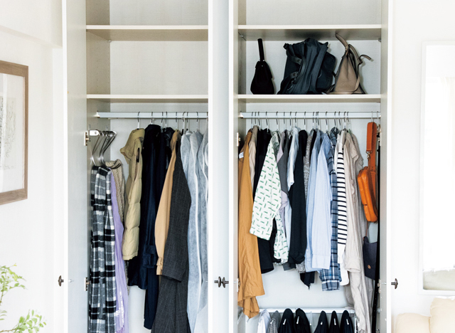 収納ボックスを処分し、一年分の服を一カ所にしまう/大人のラク家事(7)