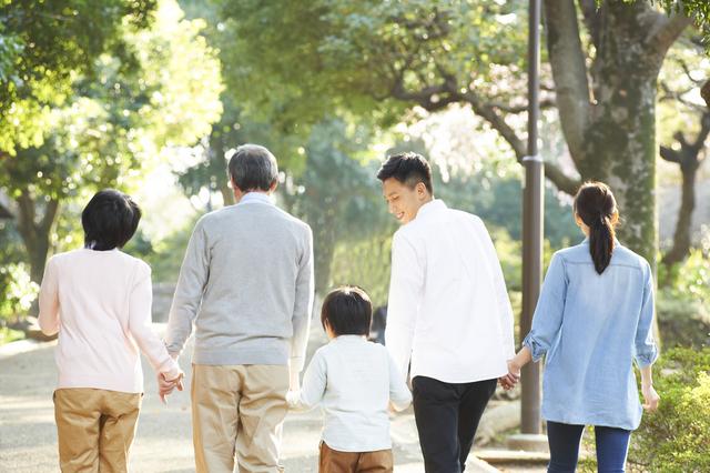 60代以上が幸せを感じる家族は1位「子」2位「孫」3位「夫」/