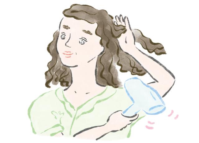 オイルをつけてからドライヤーを。「大人女性の薄毛」に毎日心がけたい4つの習慣