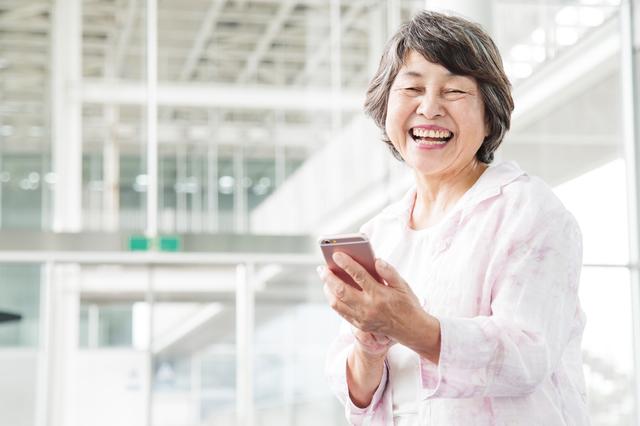 60歳以上の方、注目! お得に「スマートフォン・デビュー」しませんか?