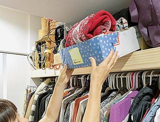 クローゼットでは「箱&紙袋」を活用! 軽くて取り出しやすいのが〇/洋服のしまい方