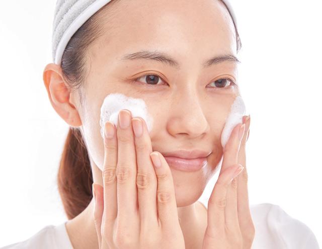 マスクするようになって肌荒れが気になる。クレンジングとスキンケアはマスク生活の基本!