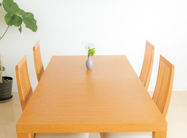 「テーブルには何も置かない」ルールでいつもスッキリ/大人のラク家事