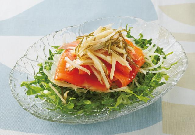 「酢しょうがマリネ」で作る「スモークサーモンジンジャーサラダ」/しょうがの保存食レシピ(5)