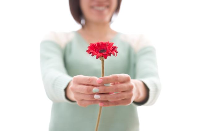 「感謝」以上に相手の心に深く訴えかけます。「恩」を用いた相づちのスゴイ効果