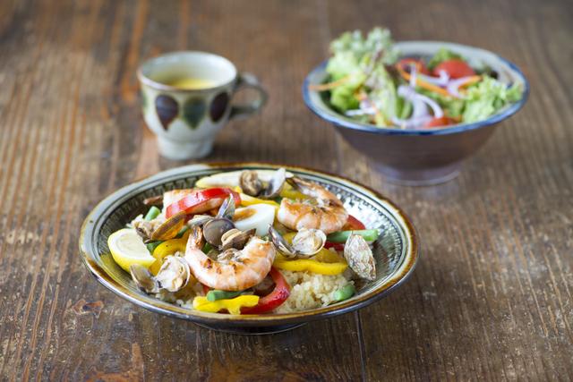 麻木久仁子さんの薬膳「お膳に5色を入れれば、自然とバランスのいい食事に」