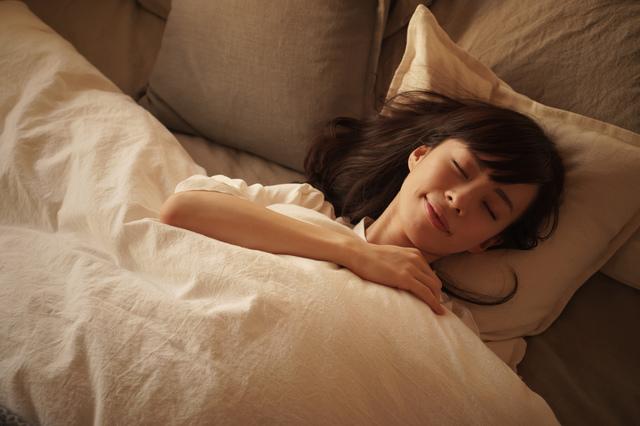 美肌のためには睡眠が欠かせない! では何時間寝るのが正解?