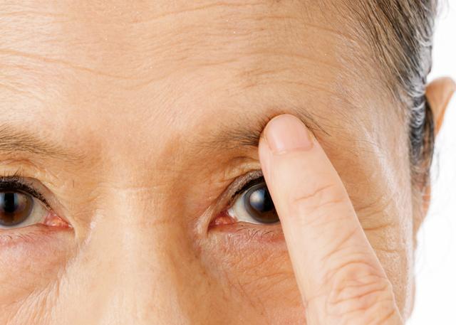 「眉毛が薄過ぎてどう描けばいいのか...」シニアの眉メイクお悩み相談