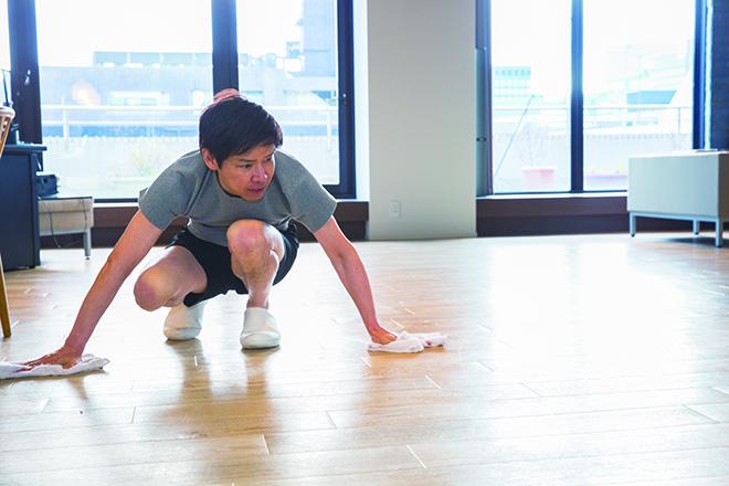 南雲先生が実践! 1枚のタオルをお手拭きから床拭きまで使い回す「合理的掃除法」