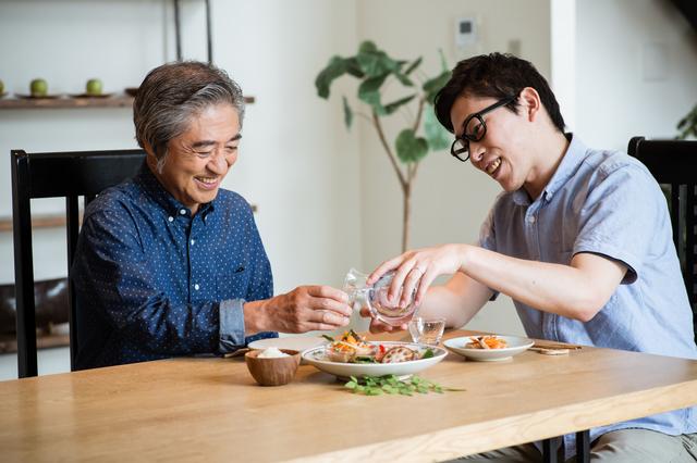 父の日は「一緒に食事」で親孝行! モノより思い出でお父さんに感謝を伝えよう