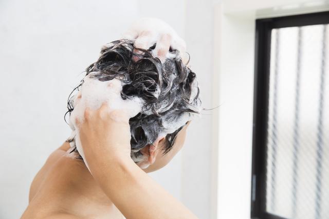 リンスインシャンプーが髪をしっとりさせる仕組み/身のまわりのモノの技術(33)【連載】