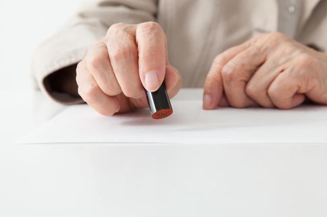 高齢者を狙う「悪徳商法」から身を守って。住田裕子弁護士が教える「契約の取り消し」/シニア六法(8)