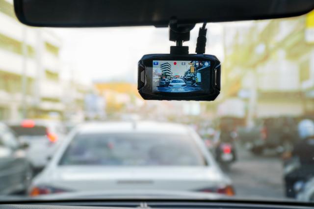 ドライブレコーダーが売れている!「あおり運転」による事故への備えもヒットの要因に