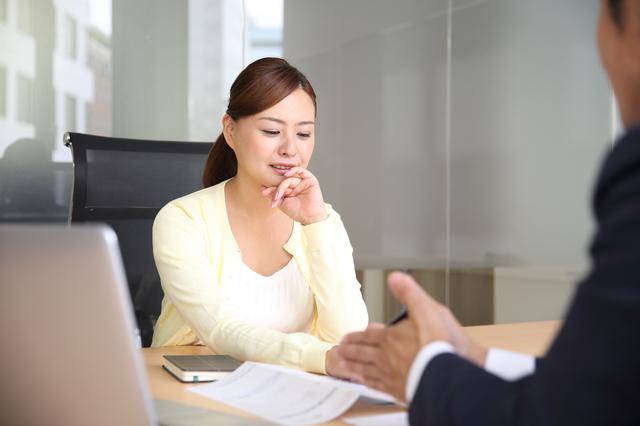 沈黙で自爆を誘発? コミュニケーションが苦手な人でもできる「交渉をうまく運ぶテクニック」
