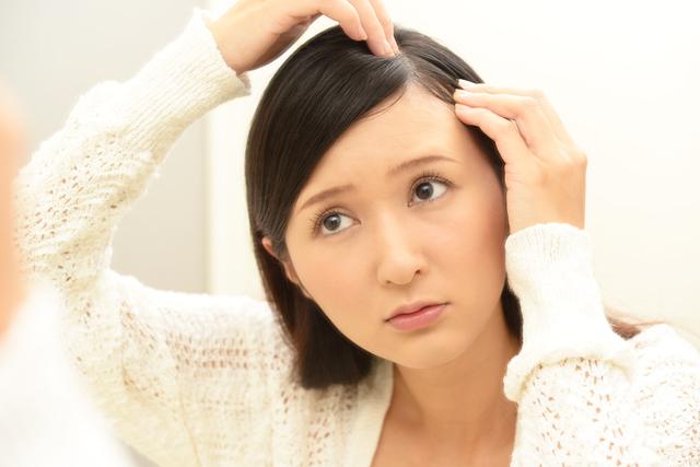 薬の飲み過ぎも薄毛の原因になるんです。医師に聞いた「大人女性の白髪&薄毛の原因」