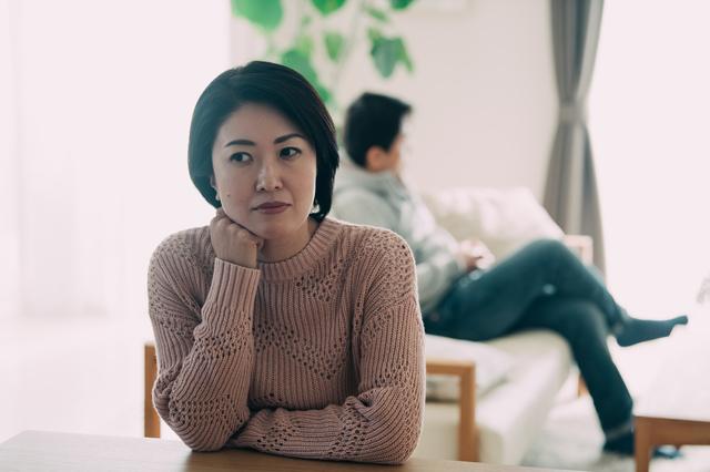 家庭内別居中に不倫した夫に慰謝料請求できる? 知っておきたい法的な「別居」の考え方/おとめ六法(19)