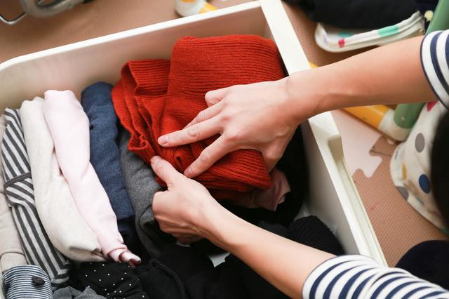 タンスから一枚衣類を減らしてみたら?プロが薦める「コンパクトな暮らし」
