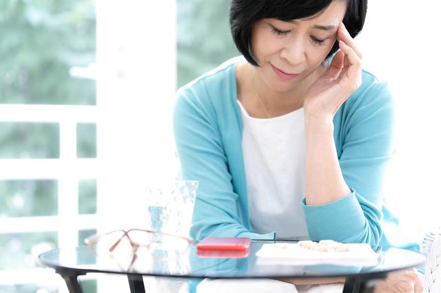 医療機関の利用は1割ほど⁉「女性ホルモン」によるつらい症状、あなたの対処法は...?