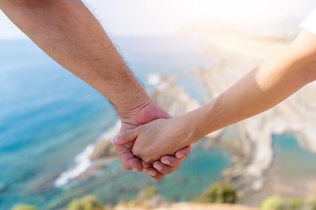 「同棲」との違いをご存じですか? 弁護士が教える「事実婚」の基礎知識/おとめ六法(15)