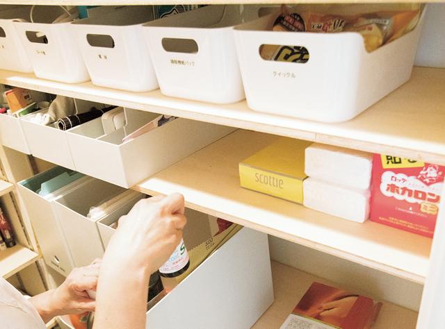 ストック食材の管理は「収納ボックス」→「仕切り棚」で断然使いやすく!/大人のラク家事